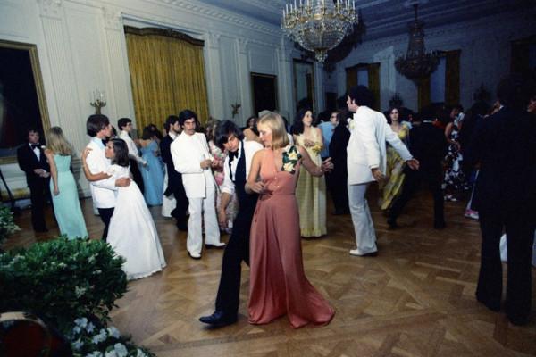 1975  white-house-prom-01.jpg