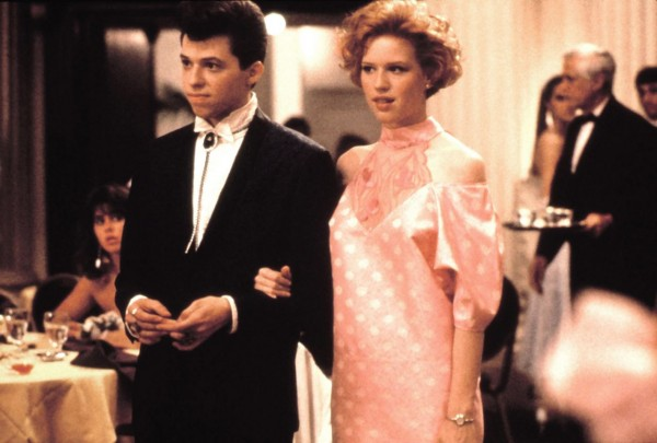 1986 Jon Cryer and Molly Ringwald in the film Pretty in Pink. Photo Everett Collection.jpg