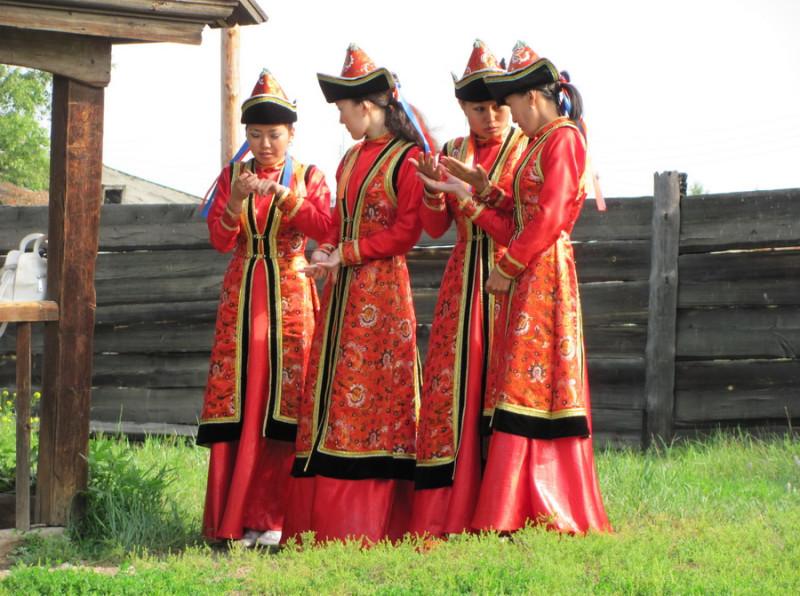 12  nacionalnyj-kostyum-buryatov-18.jpg