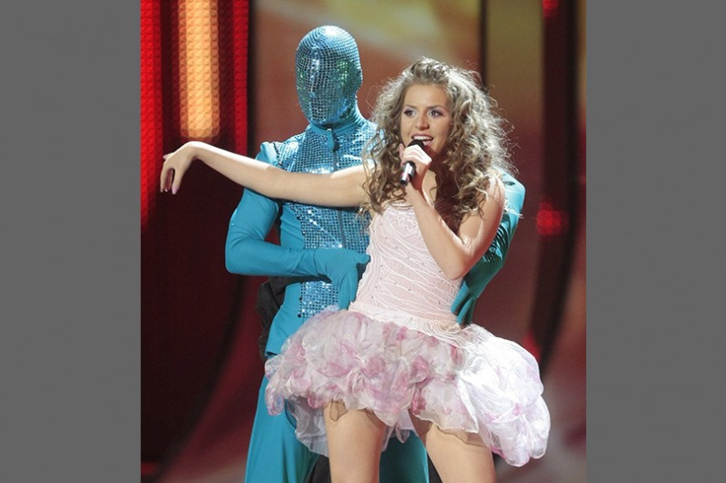 2009  woman-in-pink-tutu-dress-with-man-behind-in-blue-body-suit-136795455733302601-130517162329.jpg