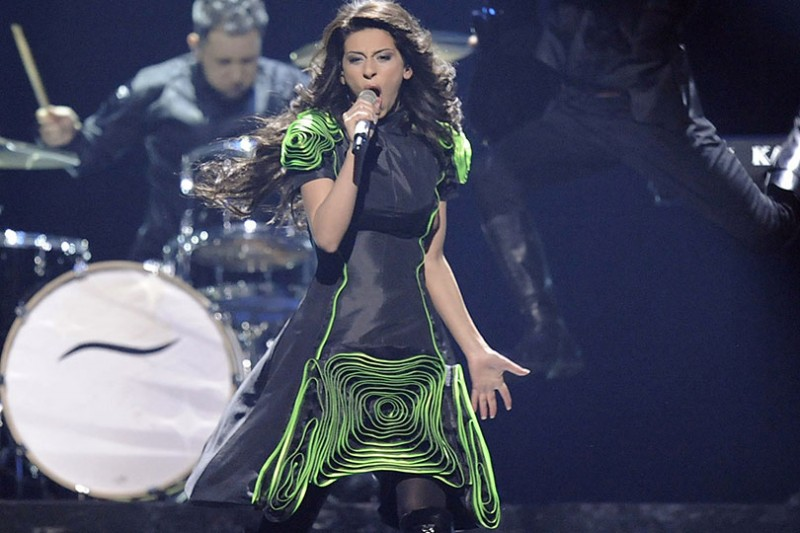 2011   eldrine-wearing-a-green-and-black-dress-136795450187402601-130517161135.jpg