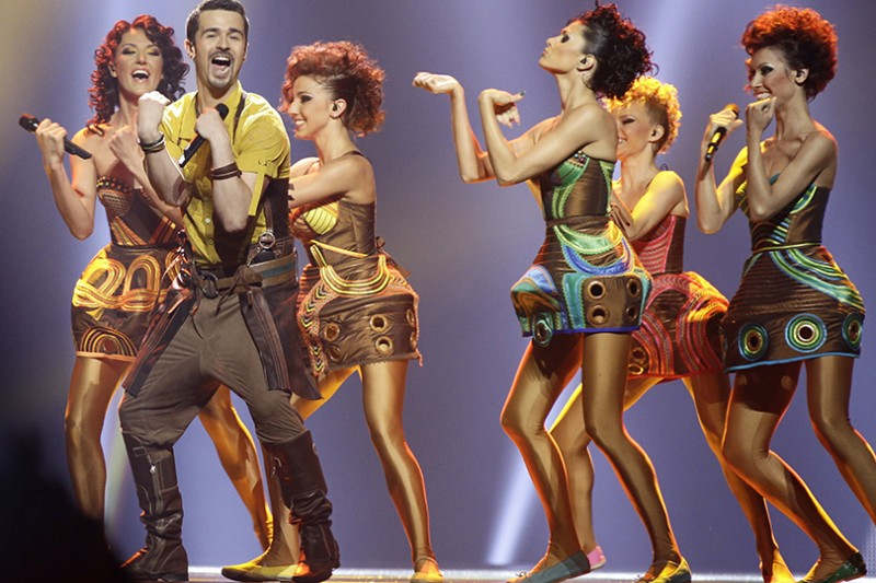 2012   man-dancing-with-group-of-girls-in-gold-and-brown-outfits-136795454149102601-130517161642.jpg