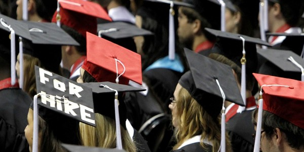 6  180221-graduation-hats-2011-ew-120p_1a2e37a437758b28ebb23f792d57cc7a.focal-1000x500 (1).jpg