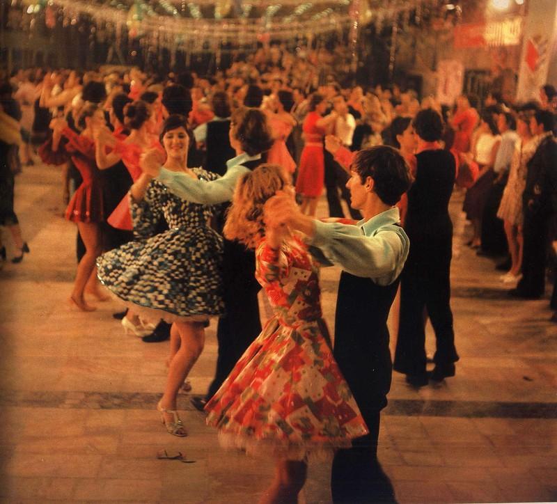 Праздничный бал в Молодёжном центре имени Юрия Гагарина (1980) Kishinev.jpg