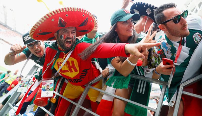 1  в каком виде мексиканские болельщики пришли на игру Мексика-Германия на стадион «Лужники» 17 июня.PNG
