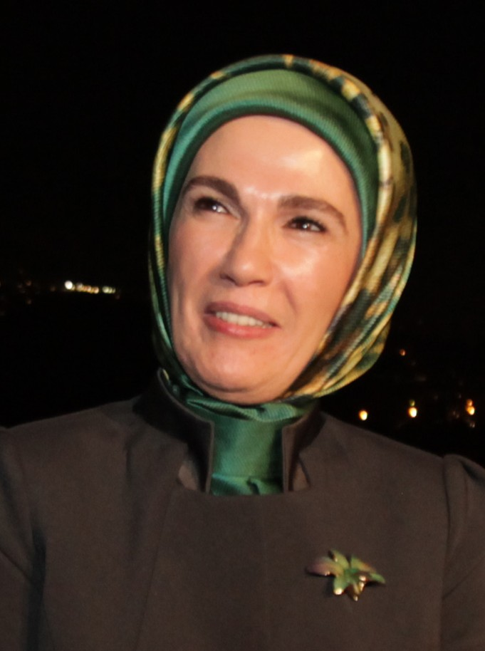 5 Emine_Erdoğan,_2010_(cropped).jpg