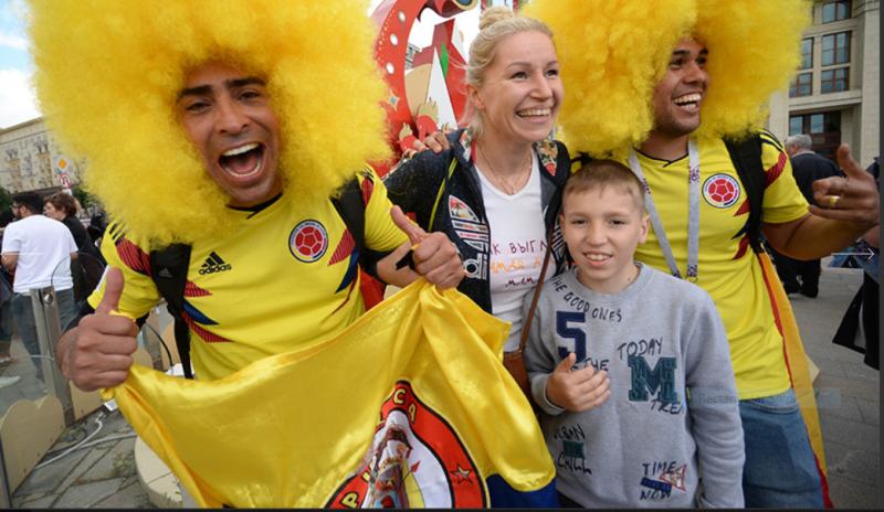 9 Болельщики сборной Колумбии на Манежной площади.PNG