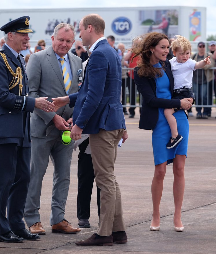 William-Kate-George-arrive-at-air-show.png