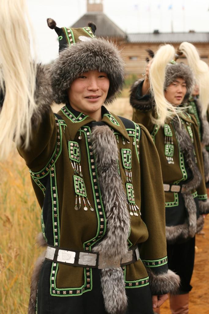 25  yakutskij-nacionalnyj-kostyum-32.jpg