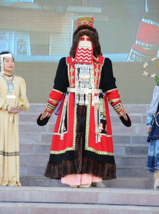 19  yakutskij-nacionalnyj-kostyum-30.jpg
