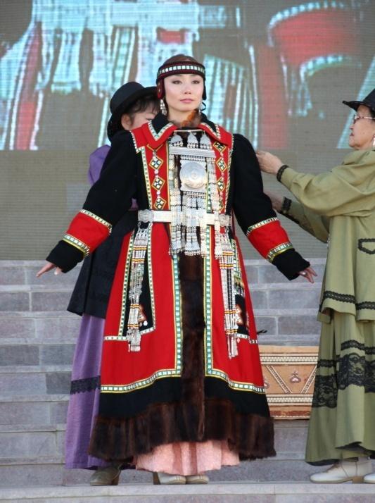 18  yakutskij-nacionalnyj-kostyum-29.jpg