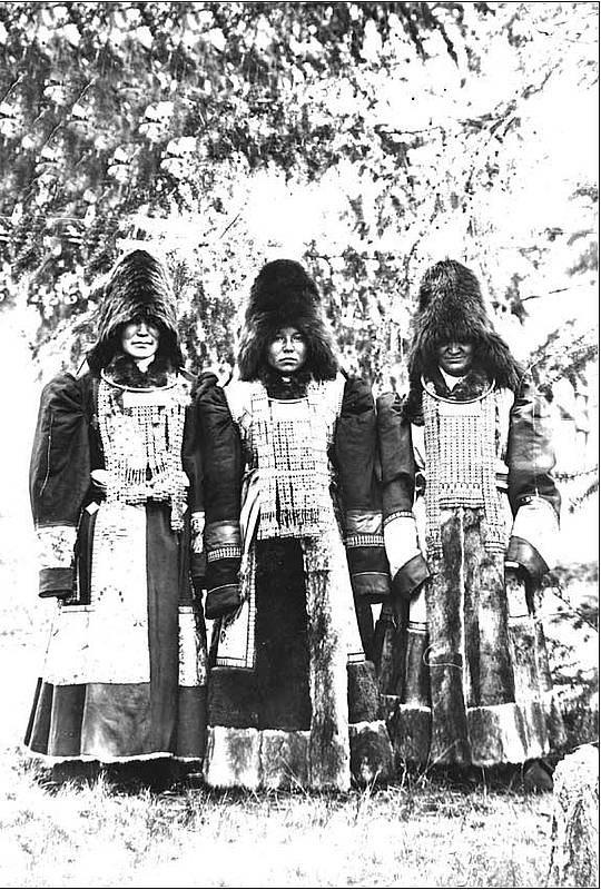 2   yakutskij-nacionalnyj-kostyum-2.jpg