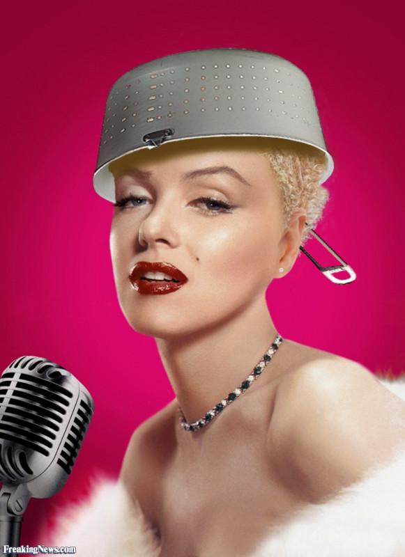 Marilyn-Monroe-in-Colander-Hat--66742.jpg