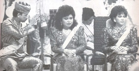 5  The Sultan with his first wife Anak Saleha, centre, and former wife Mariam Abdul Aziz.jpg