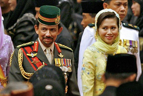 7  The Sultan of Brunei Hassanal Bolkiah said his former wife Azrinaz Mazhar Hakim has had her royal titles revoked.jpg