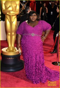 1  gabourey-sidibe-gets-to-work-on-oscars-2014-red-carpet-01.jpg