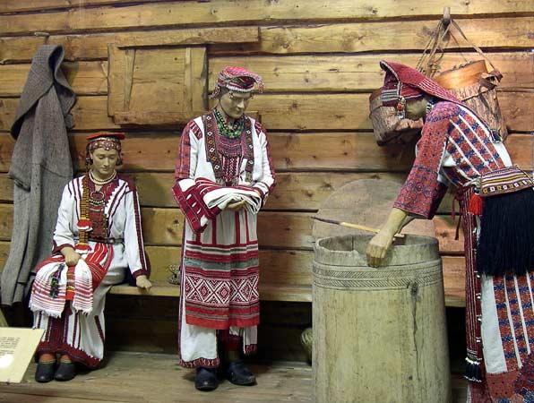 2  mordovskij-nacionalnyj-kostyum-1.jpg