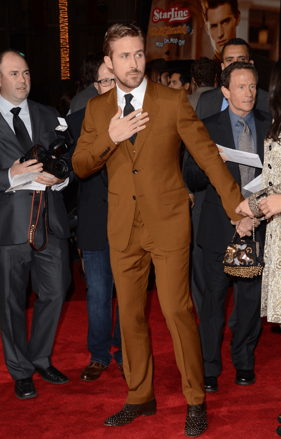 ryan-gosling-made-brown-look-chic-in-this-gucci-suit-at-the-premiere-of-his-film-gangster-squad.png