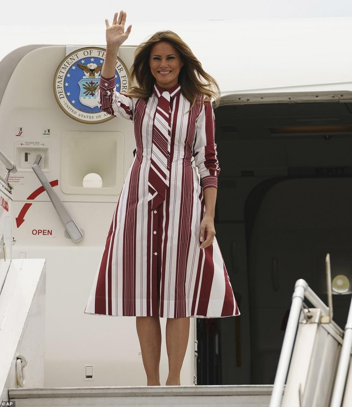 Day 2 4696650-6231141-Welcome_Melania_Trump_beamed_as_she_stepped_off_her_plane_at_Kot-a-14_1538661530803.jpg