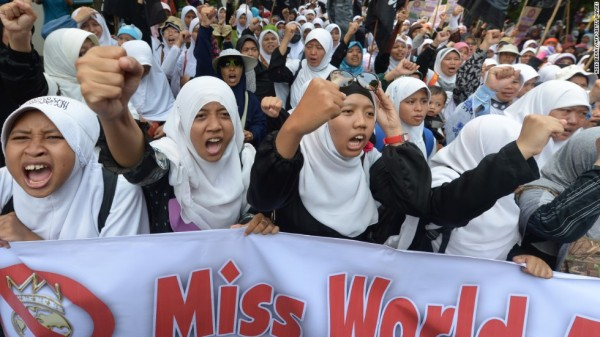 4  130926231826-indonesia-miss-world-protest-4-horizontal-large-gallery.jpg