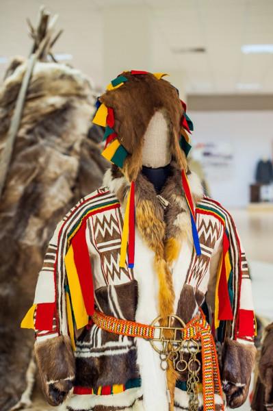 Ненецкая шапка няндуй в экспозиции Ненецкого краеведческого музея.jpg