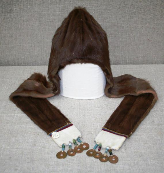 Ненецкая женская шапка — сую сава. Из фондов Ненецкого краеведческого музея.jpg