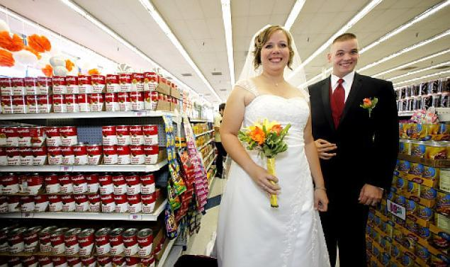 life--10-awkward-things-that-have-happened-at-walmart--walmart-wedding--4178219.jpg