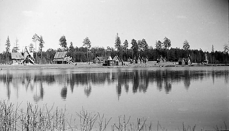 9  Сказочный городок «Берендеевка» был построен в Костроме в 1968 году на берегу рукотворного живописного пруда..jpg