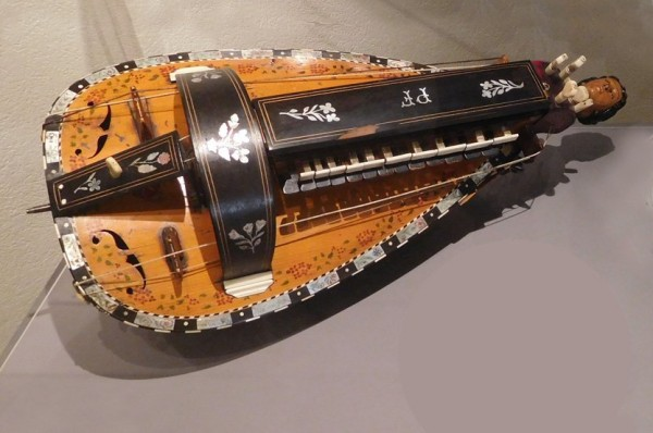5  Hurdy-gurdy2.jpg