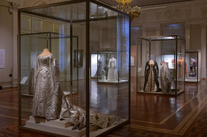 4 Выставка в Эрмитаже, посвященной императорской моде.jpg