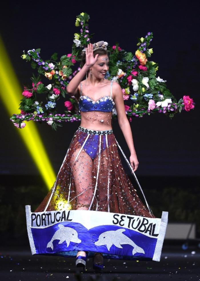 Portugal fishnet dress representing the Sebugal maritime port..jpg