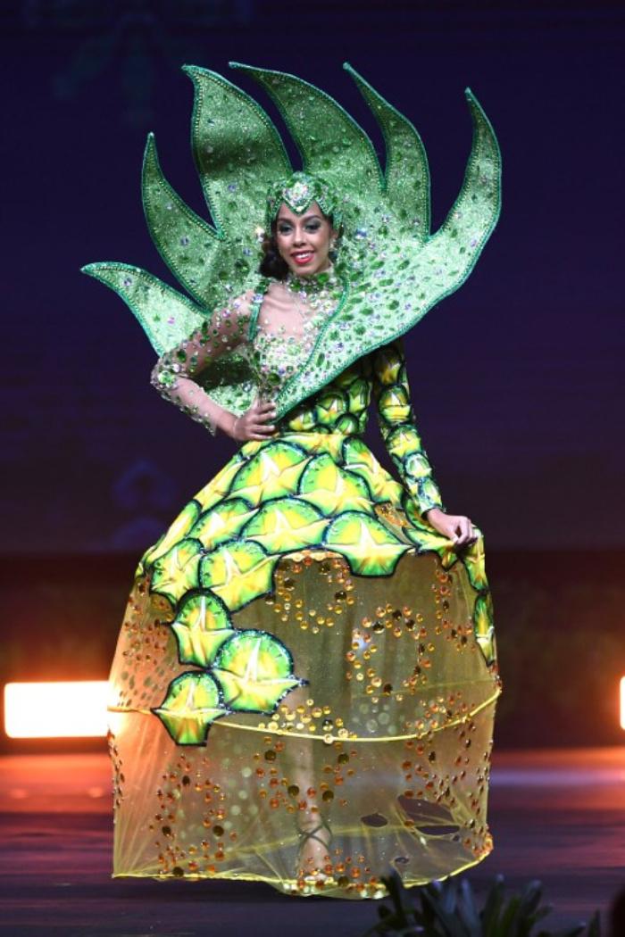 Bahamas depicts pineapple from a Bahamian island.jpg