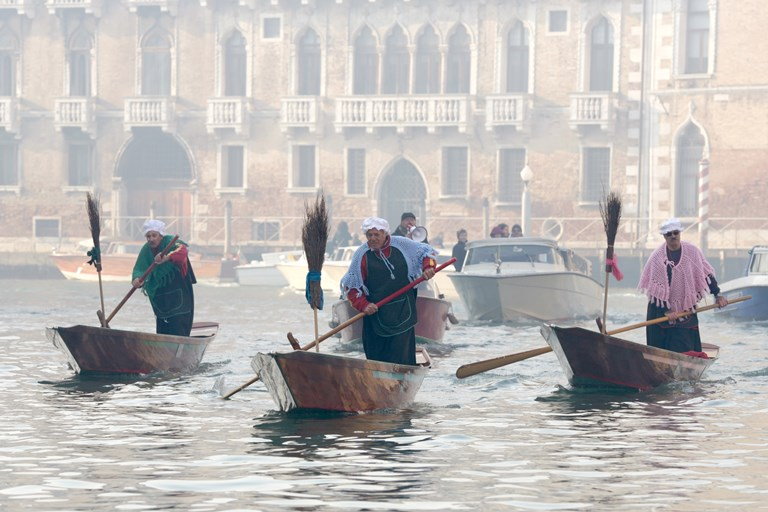 7 Participants dressed as 'Befana' row on Gran Canal during the traditional Epiphany Boat Race each January 6 in Venice.jpg