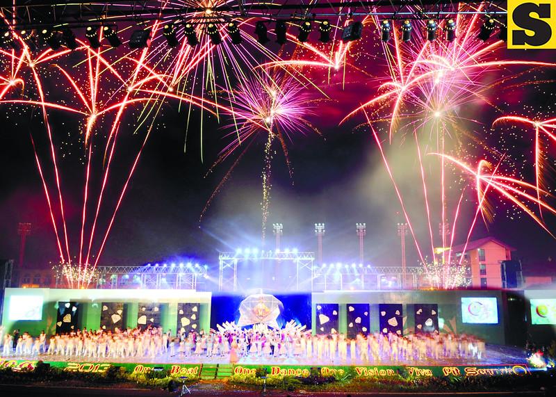Sinulog grand fireworks-L.jpg
