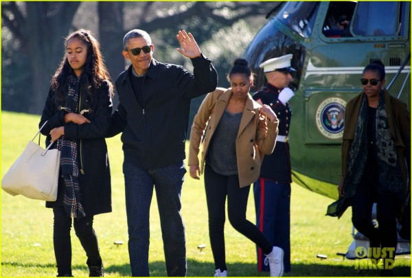 5 president-obama-family-arrive-home-from-holiday-vacation-05.jpg
