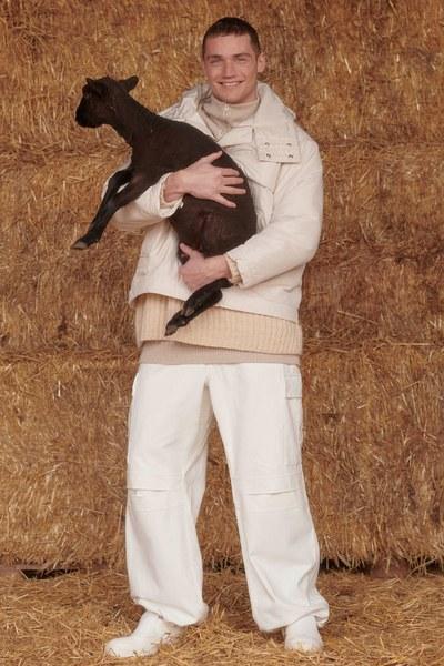 10 -jacquemus-menswear-fall-2019-CREDIT-Bruno-Staub.jpg