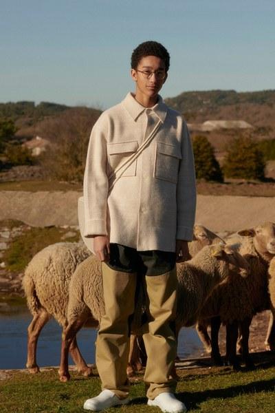 12 -jacquemus-menswear-fall-2019-CREDIT-Bruno-Staub.jpg