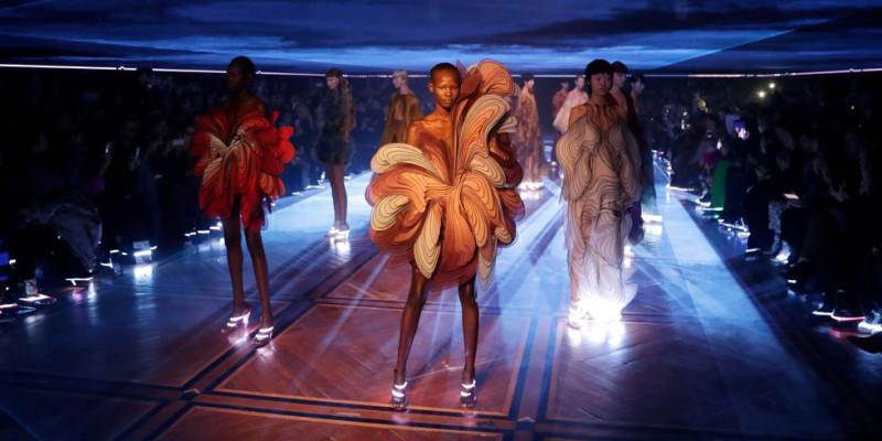 hbz-iris-van-herpen-glowing-heels-1548179674.jpg
