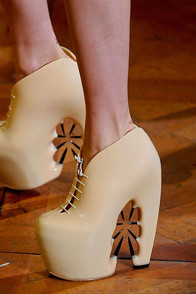 1 Iris-Van-Herpen-X-United-Nude-Thorn-shoes.jpg