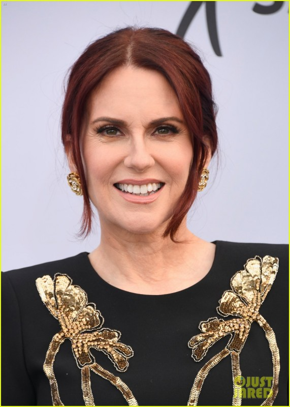 _megan-mullally-sag-awards-2019-07.jpg
