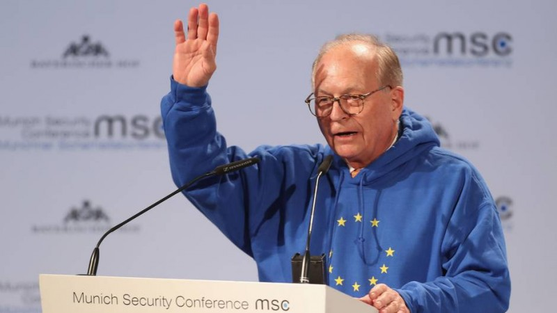 Wolfgang-Ischinger-opens-Munich-security-conference-in-the-hoodie.jpg