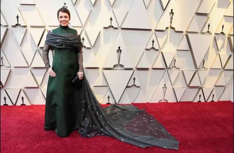 vOlivia Colman in Prada in an emerald gown with a train. Критики назвали «Фаворитку» апогеем феминизма, а Миучча Прада считается одной из самых фемин…