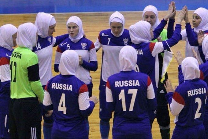 2016 Женская сборная России по мини-футболу играла в Иране в исламских хиджабах.jpg