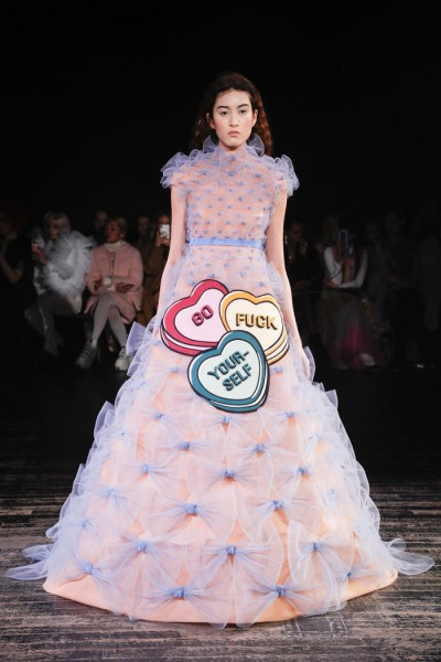 18 Viktor-Rolf-Spring-2019-Couture-Collection-Paris-Fashion-Week-PFW-Runway-Fashion-Tom-Lorenzo-Site-17.jpg