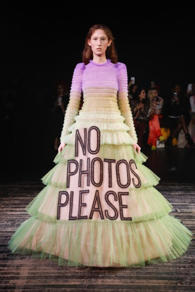 12  Viktor-Rolf-Spring-2019-Couture-Collection-Paris-Fashion-Week-PFW-Runway-Fashion-Tom-Lorenzo-Site-2.jpg
