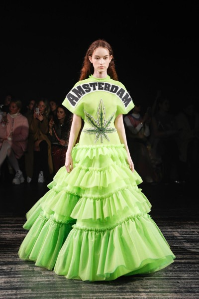 13  Viktor-Rolf-Spring-2019-Couture-Collection-Paris-Fashion-Week-PFW-Runway-Fashion-Tom-Lorenzo-Site-9.jpg