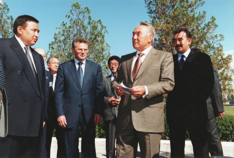 В. Храпунов, Н. Назарбаев, К. Масимов   2001 123.jpeg