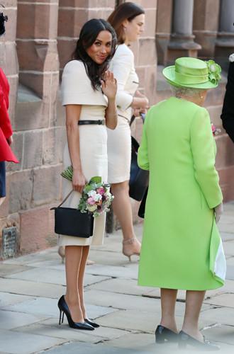3  Образ от Givenchy для визита в Чешир с Королевой – около £10000   1.jpg