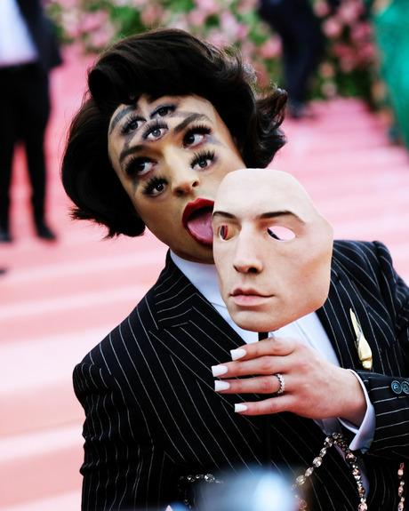 2 Ezra Miller 2    6-Ezra-Miller-Mask-Eyes.w460.h575.jpg