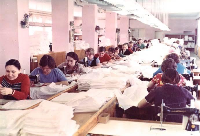 _4  1970  цех ручной вышивки с применением швейных машин. 1970-е гг..jpg